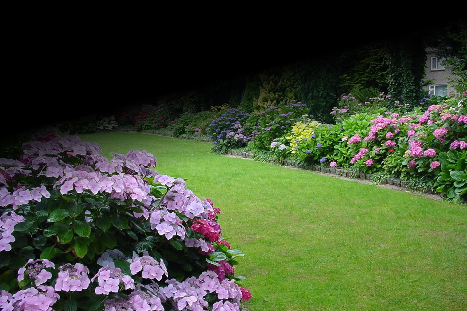 http://www.homesweethomelandscaping.com/sites/default/files/revslider/image/slide-01-Landscape-Construction_1.jpg